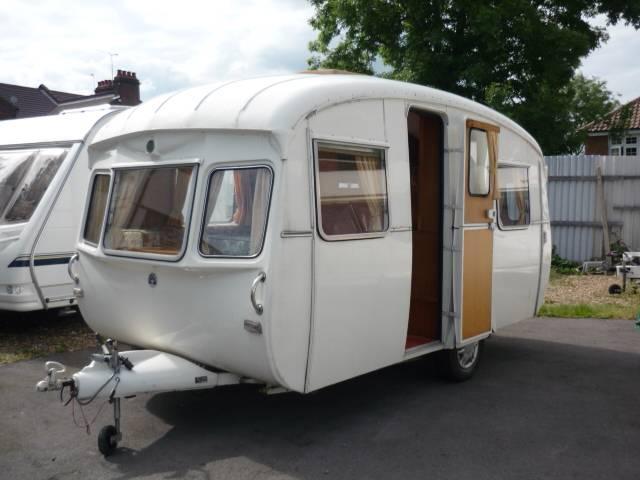 Elegant FOR SALE Vintage 1955 Airfloat 2039 Caravan